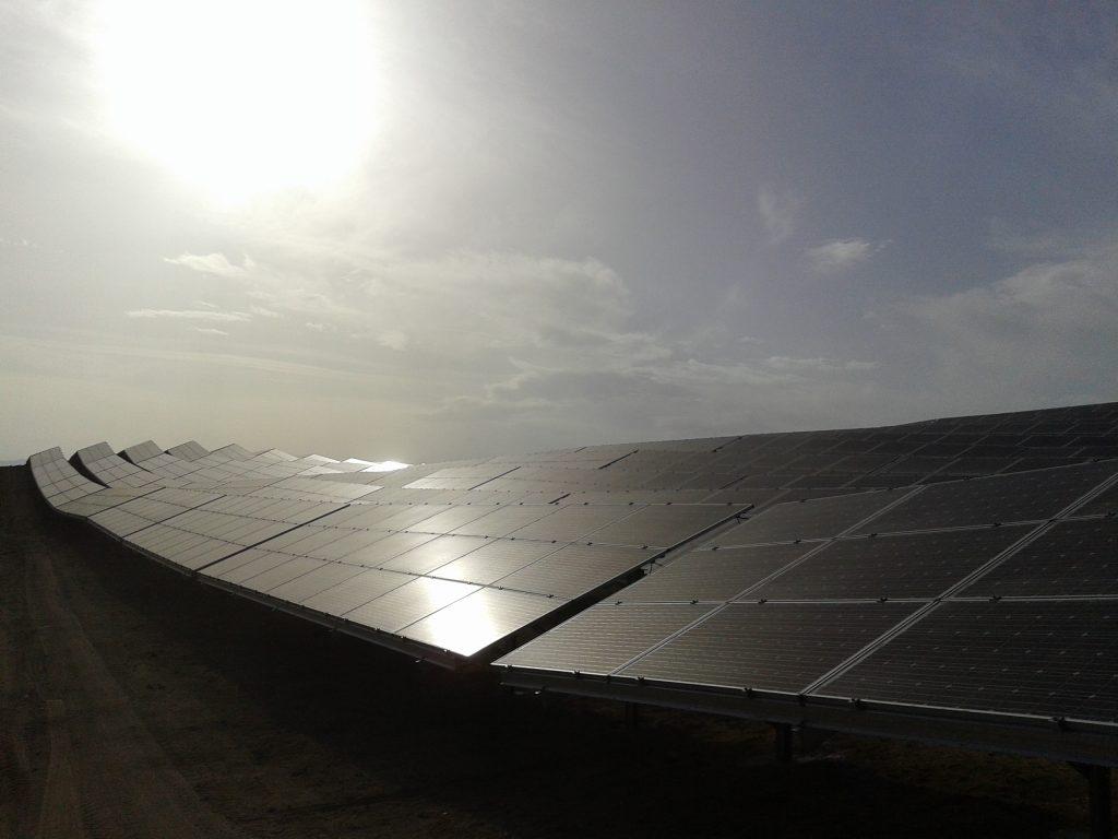 paineis fotovoltaicos e sol