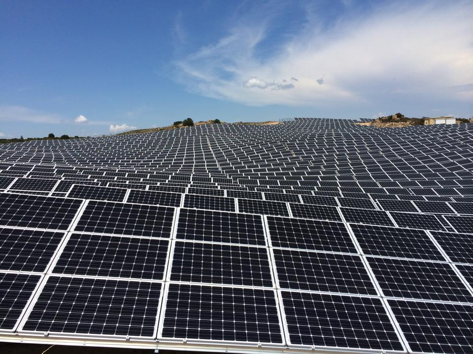 parque fotovoltaico e o céu