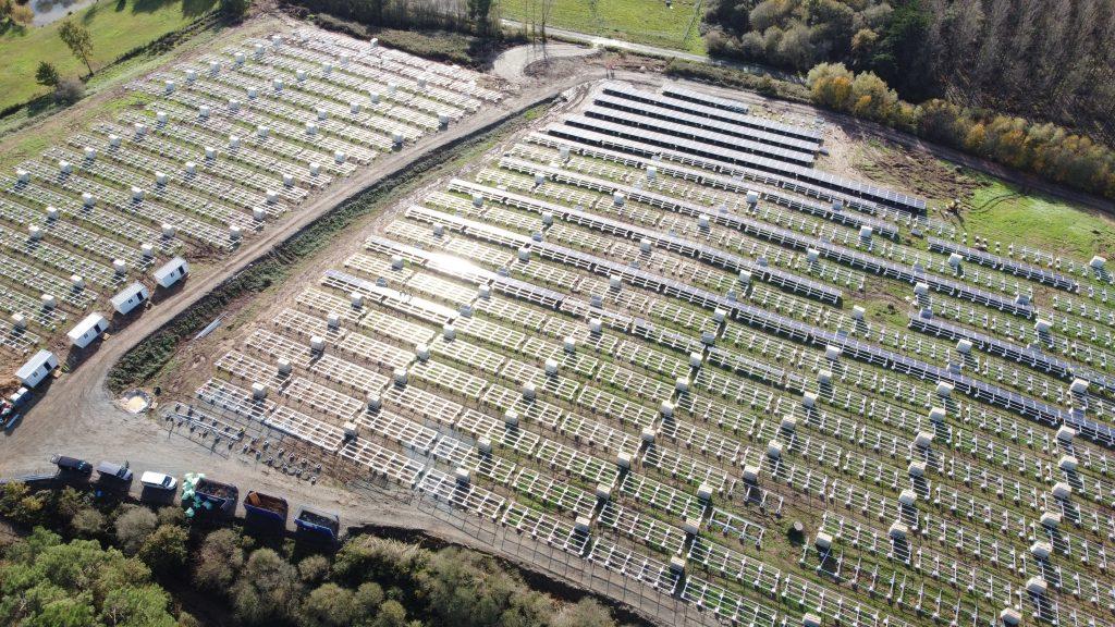 estrutura para paineis fotovoltaicos e arvores