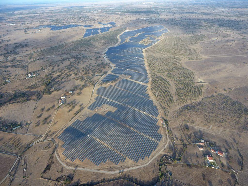 paisagem com parque fotovoltaico