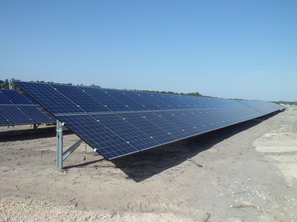 paineis fotovoltaicos em campo